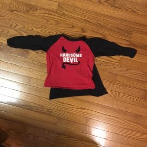 Baby Gap handsome devil T w/Velcro cape size 3